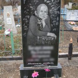 Памятник бабушке