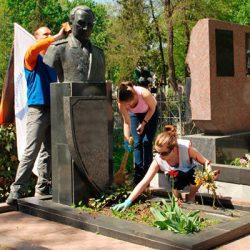 Уход за памятником – практические советы и рекомендации
